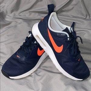 Nike Womens AirMax Size 9